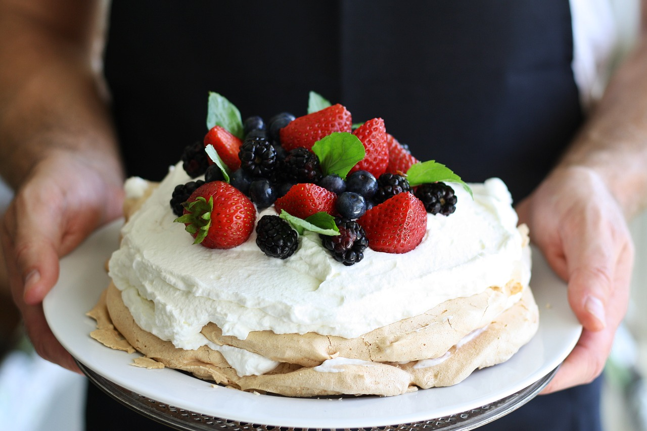 Jak zrobić tort bezowy? Jak długo go przechowywać?